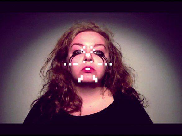Hinni Huttunen & Jemina Lindholm: still-kuva teoksesta #MementoVivere #YOLO, Alice (2015)