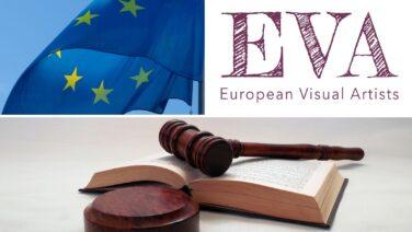 Euroopan unionin lippu, järjestön logo sekä tuomarin nuija ja lakikirja